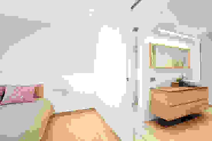 casa unifamiliar Salou Dormitorios de estilo moderno de Roger Blasco Arquitectura Moderno