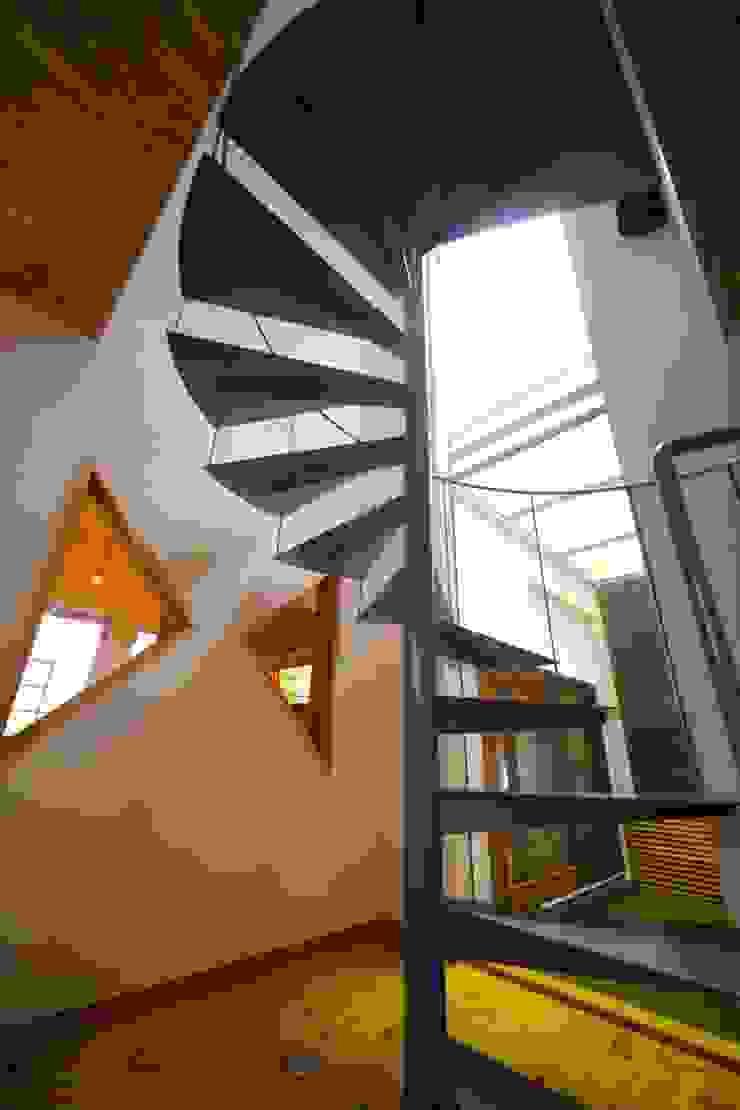 โดย 株式会社高野設計工房 สแกนดิเนเวียน