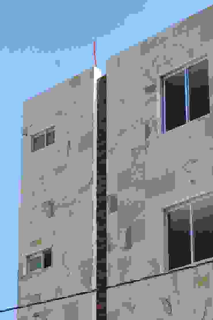 by Xavier Laredo Arquitecto Modern Stone