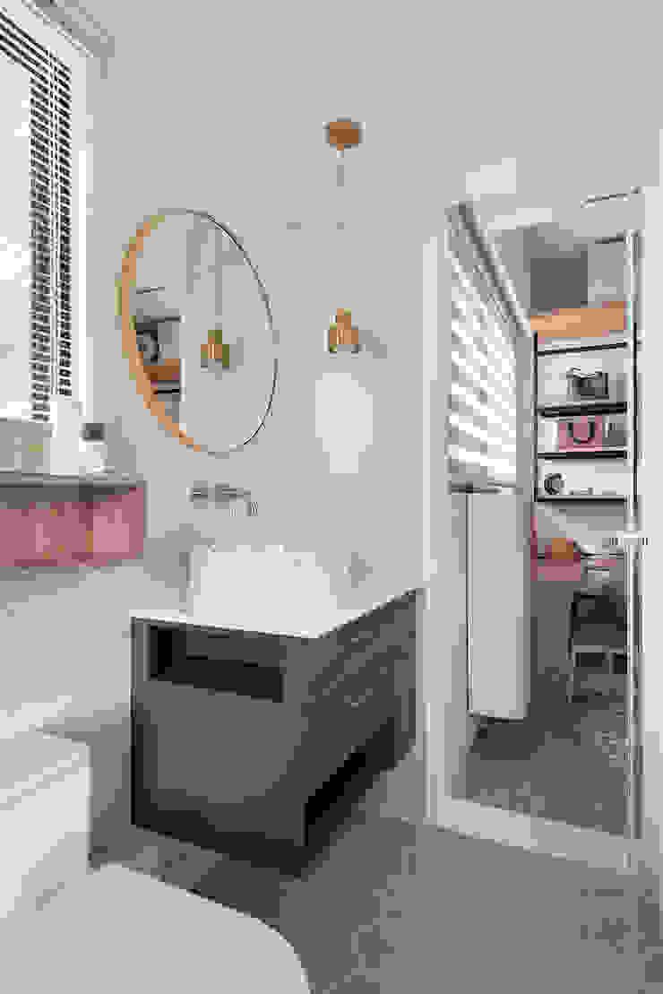 馨之所向 現代浴室設計點子、靈感&圖片 根據 知域設計 現代風