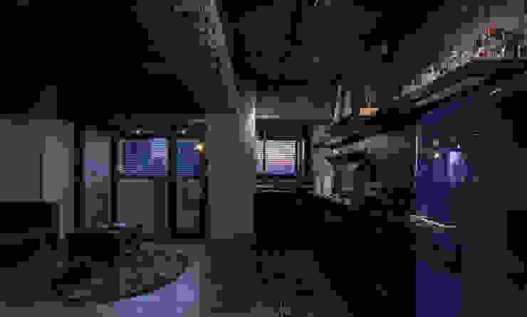 Salones de estilo industrial de 湜湜空間設計 Industrial
