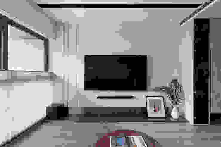 光影迴廊 现代客厅設計點子、靈感 & 圖片 根據 知域設計 現代風