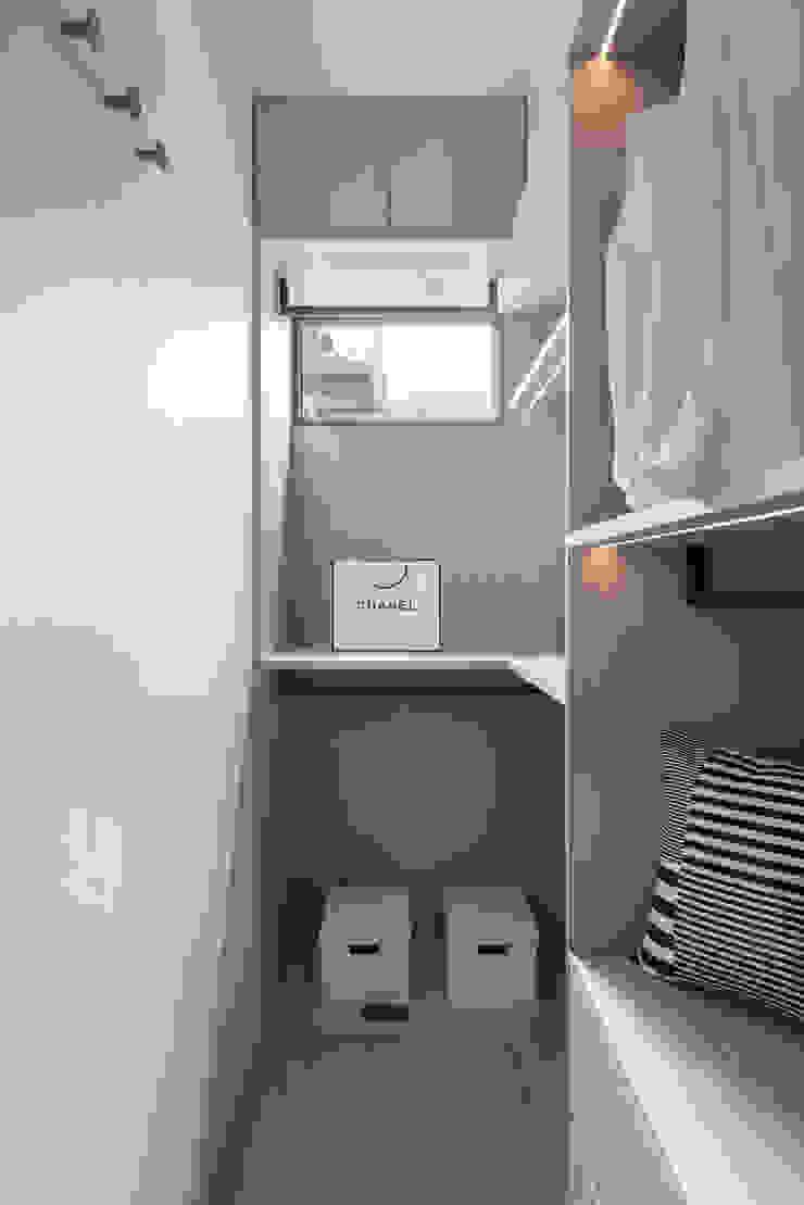Scandinavian style dressing room by 知域設計 Scandinavian