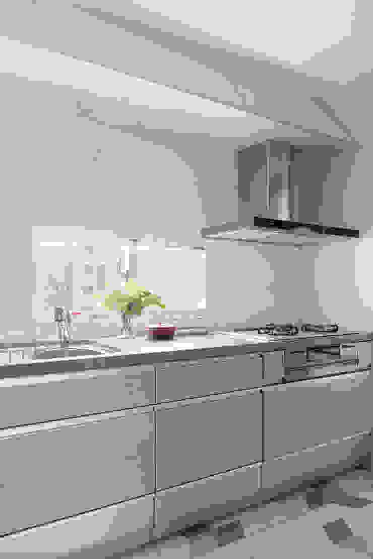 義‧初心 現代廚房設計點子、靈感&圖片 根據 知域設計 現代風