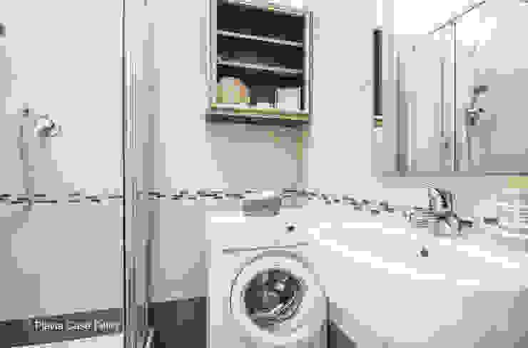 Baños modernos de Flavia Case Felici Moderno
