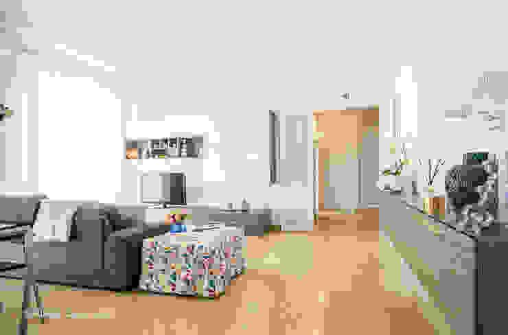 Livings modernos: Ideas, imágenes y decoración de Flavia Case Felici Moderno