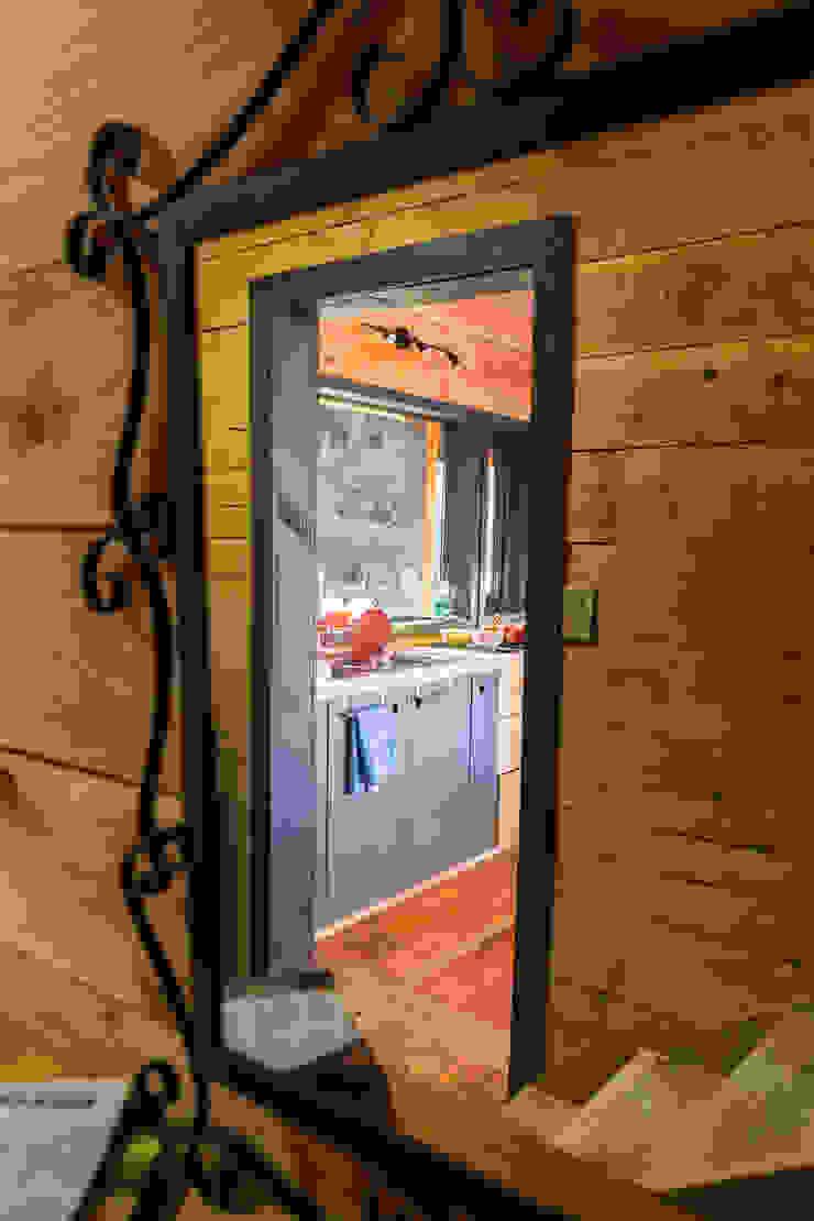 Casa Rural Pasillos, vestíbulos y escaleras modernos de casa rural - Arquitectos en Coyhaique Moderno