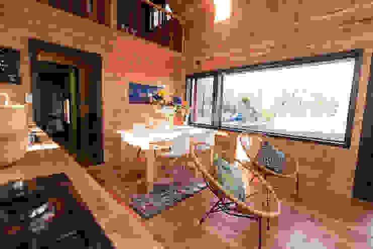 Casa Rural Livings de estilo moderno de casa rural - Arquitectos en Coyhaique Moderno