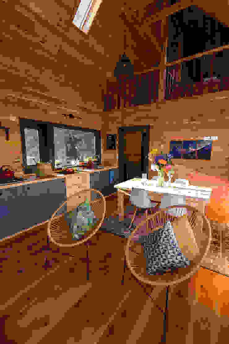 Casa Rural Comedores de estilo moderno de casa rural - Arquitectos en Coyhaique Moderno