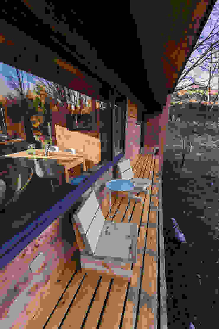 Casa Rural Balcones y terrazas modernos de casa rural - Arquitectos en Coyhaique Moderno