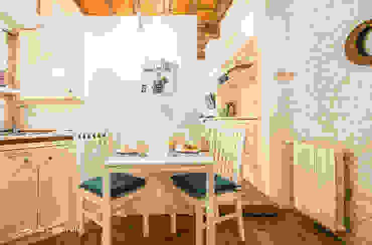 Salle à manger moderne par Flavia Case Felici Moderne