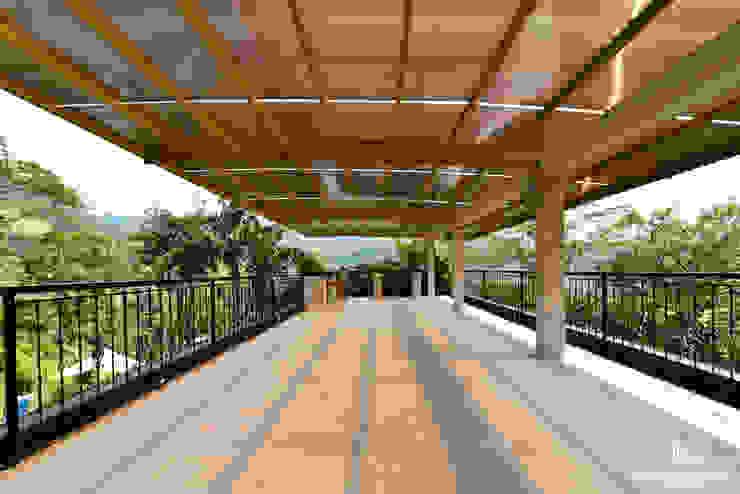 NATURAL PARADISE HOTEL BOUTIQUE PERGOLA ZONA DE BAR de C&P ARQUITECTURA, DISEÑO Y CONSTRUCCION S.A.S Moderno