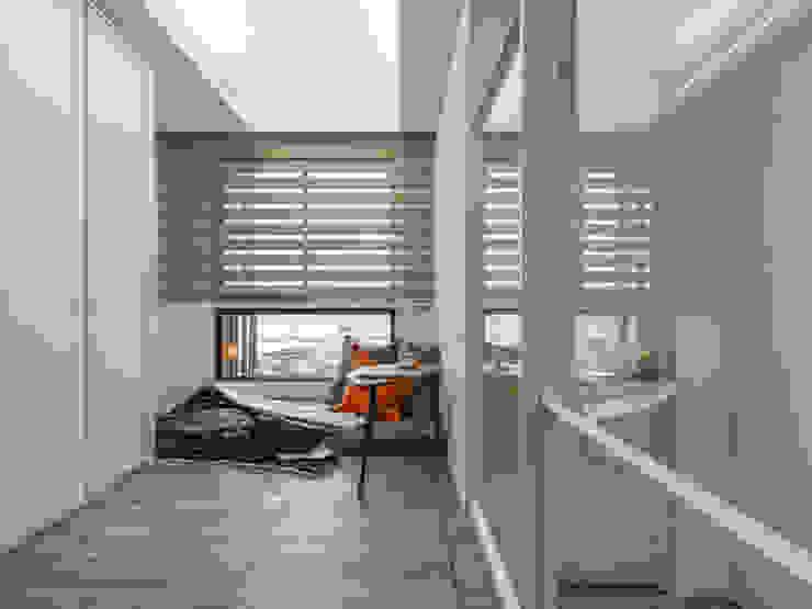 多功能房 根據 你你空間設計 古典風 複合木地板 Transparent