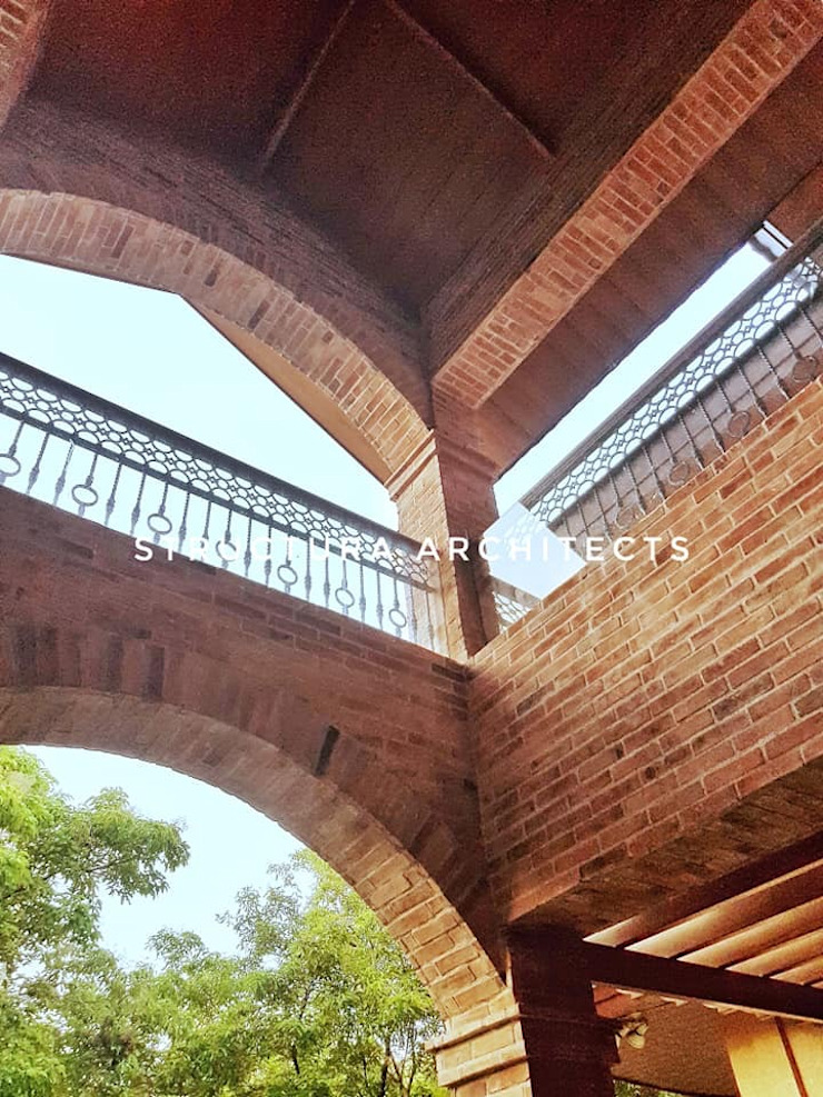 High Ceiling Over the Main Door Structura Architects Terrace Bricks Brown