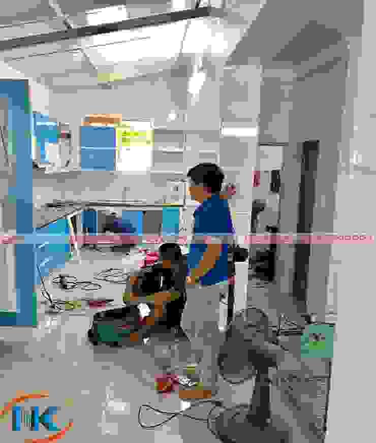Ấn tượng với các mẫu tủ bếp nhựa acrylic an cường đã thi công của Nguyễn Kim bởi Nội thất Nguyễn Kim