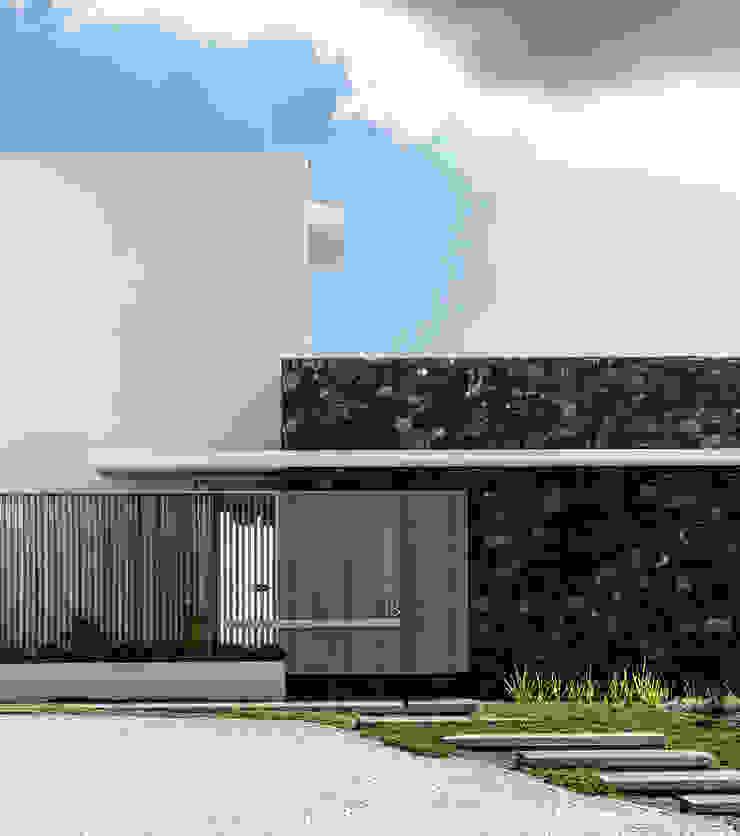 GSQUARED architects Minimalist houses