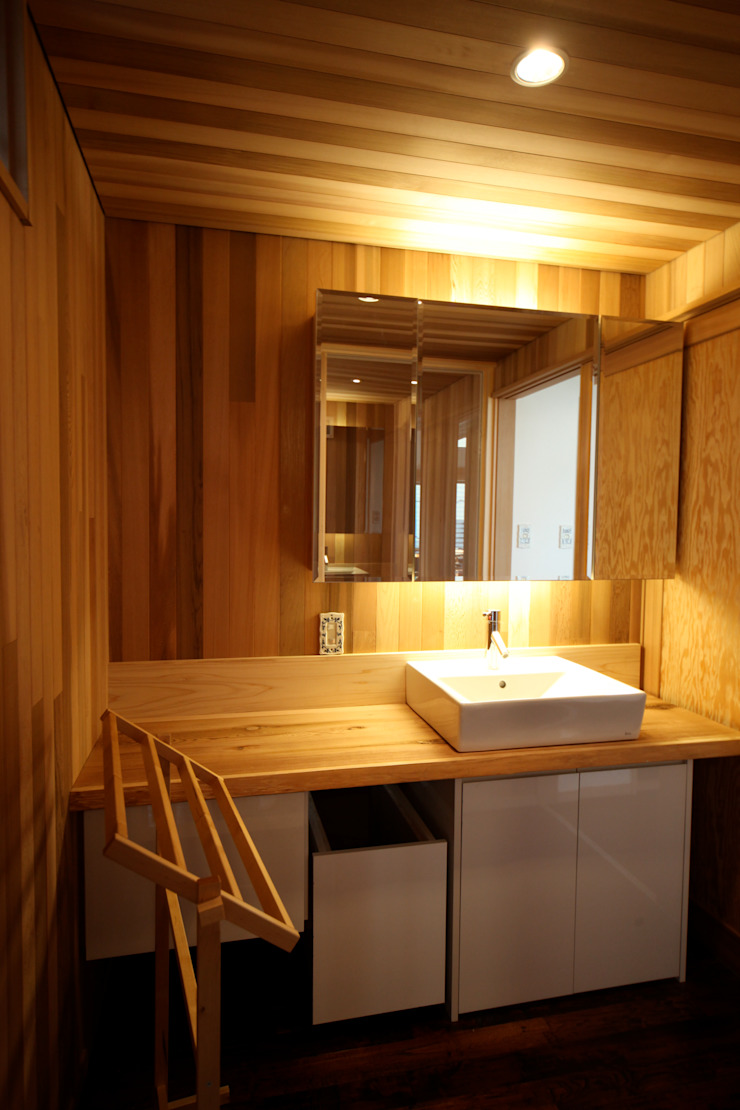 Salle de bain scandinave par 株式会社高野設計工房 Scandinave