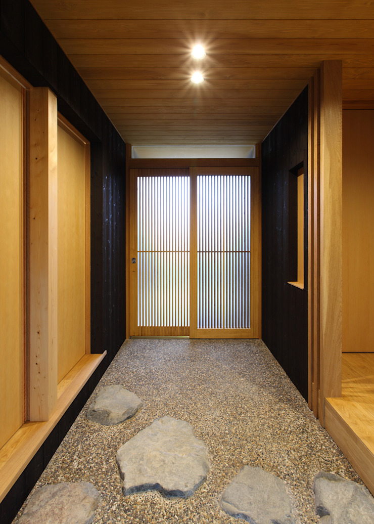床座の家-土間と離れ蔵のある家- Studio tanpopo-gumi 一級建築士事務所 和風の 玄関&廊下&階段