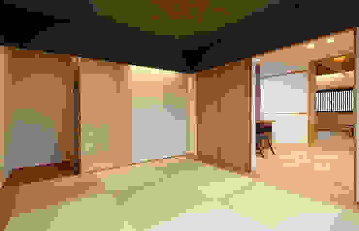 床座の家-土間と離れ蔵のある家- Studio tanpopo-gumi 一級建築士事務所 和風デザインの 多目的室