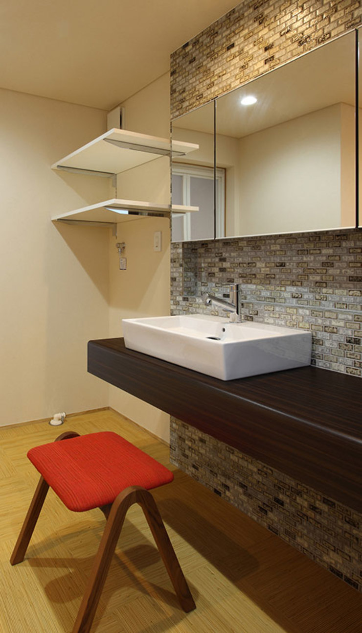 床座の家-土間と離れ蔵のある家- Studio tanpopo-gumi 一級建築士事務所 和風の お風呂