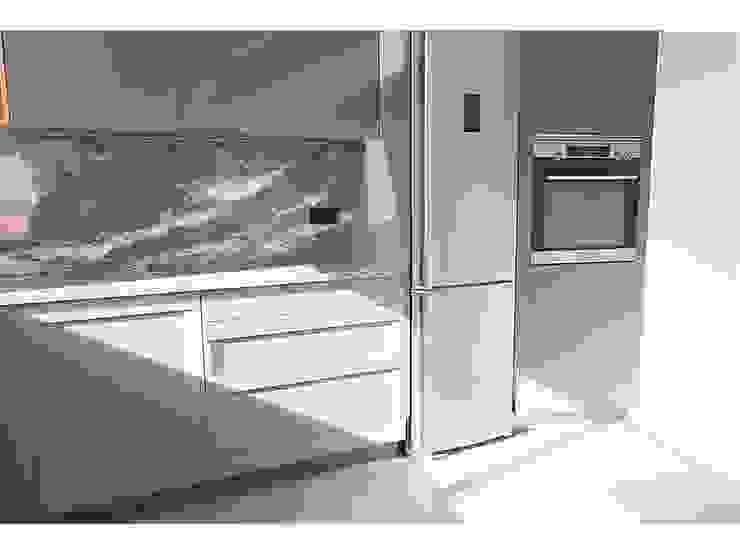 Remodelação de apartamento duplex MILOBRAS - Empresa de Obras e Remodelação Cozinhas modernas
