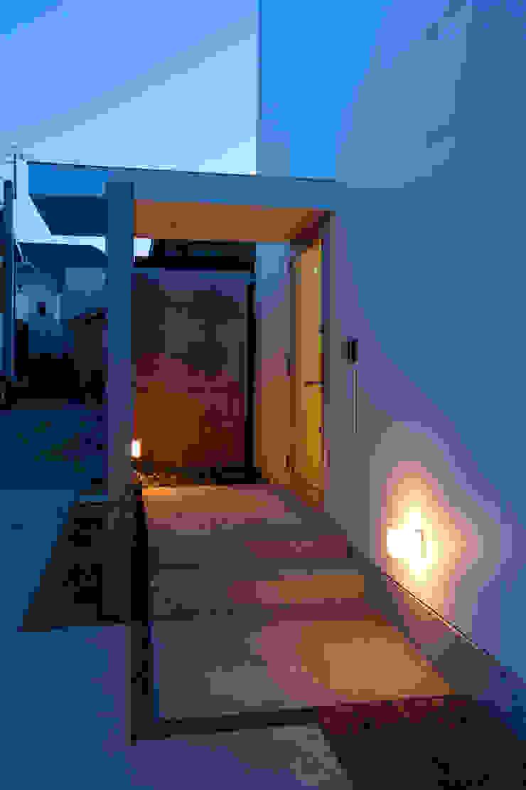国分中央の住宅 アトリエ環 建築設計事務所 モダンスタイルの 玄関&廊下&階段