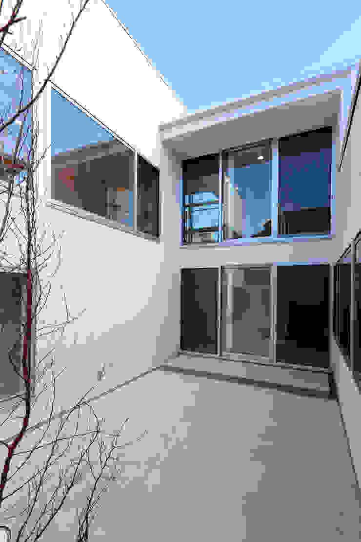 国分中央の住宅 アトリエ環 建築設計事務所 モダンな庭