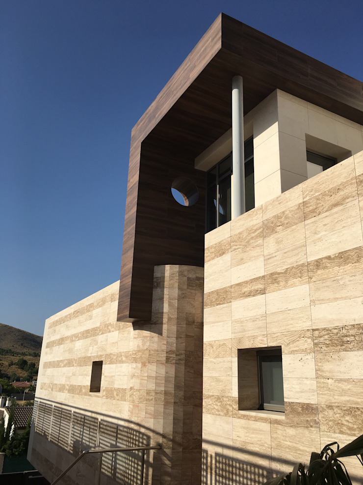 Acceso peatonal. de DYOV STUDIO Arquitectura, Concepto Passivhaus Mediterraneo 653 77 38 06 Moderno Mármol