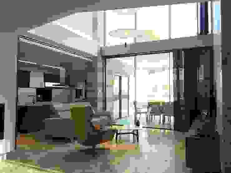 Vivienda Moderna. Doble altura. de DYOV STUDIO Arquitectura, Concepto Passivhaus Mediterraneo 653 77 38 06 Moderno Mármol