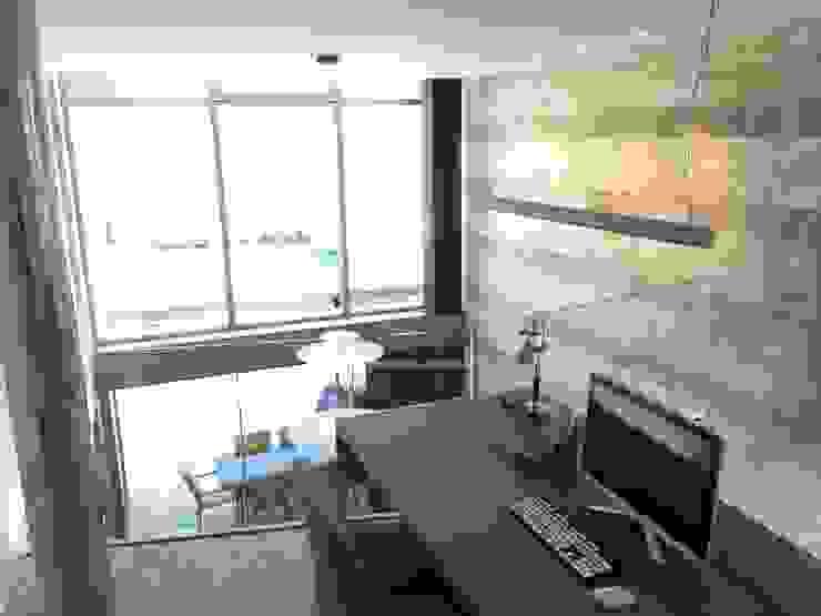 Vivienda Moderna con sala alternativa volcada y abierta sobre la inferior de DYOV STUDIO Arquitectura, Concepto Passivhaus Mediterraneo 653 77 38 06 Moderno Mármol