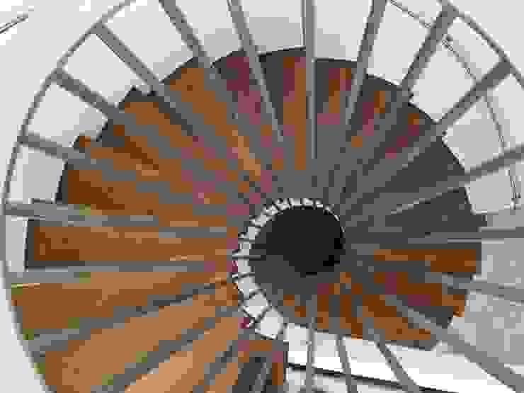 Vivienda Moderna con Escalera circular de mínimo espacio y máxima comodidad de DYOV STUDIO Arquitectura, Concepto Passivhaus Mediterraneo 653 77 38 06 Moderno Madera Acabado en madera