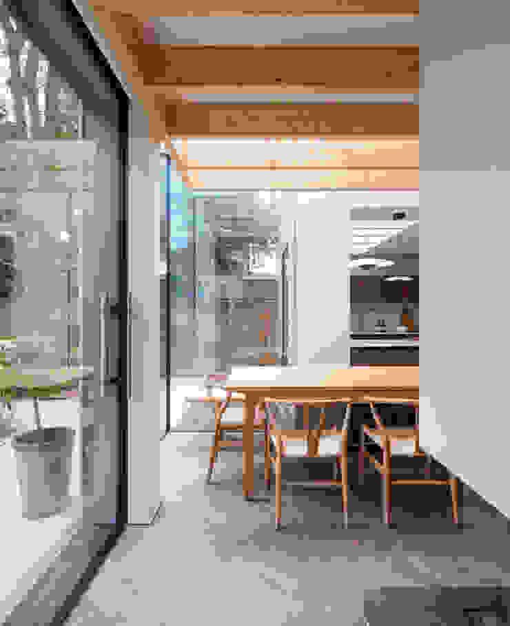 Fireplace TAS Architects Minimalist dining room