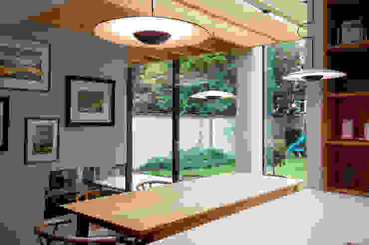 Dining TAS Architects Minimalist kitchen