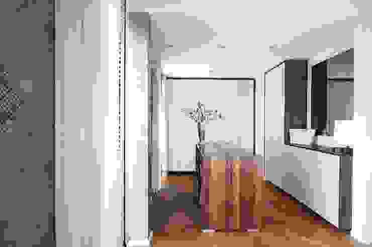 Inloopkast: modern  door De Suite, Modern