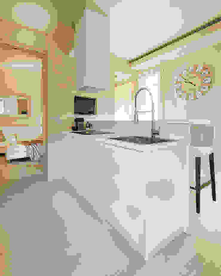 Appartamento privato a Bergamo Cucina moderna di Resin srl Moderno