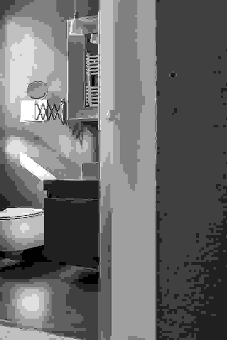 Appartamento privato a Bergamo Bagno moderno di Resin srl Moderno