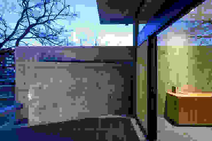Modern Terrace by 風景のある家.LLC Modern