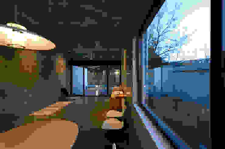 Modern Dining Room by 風景のある家.LLC Modern