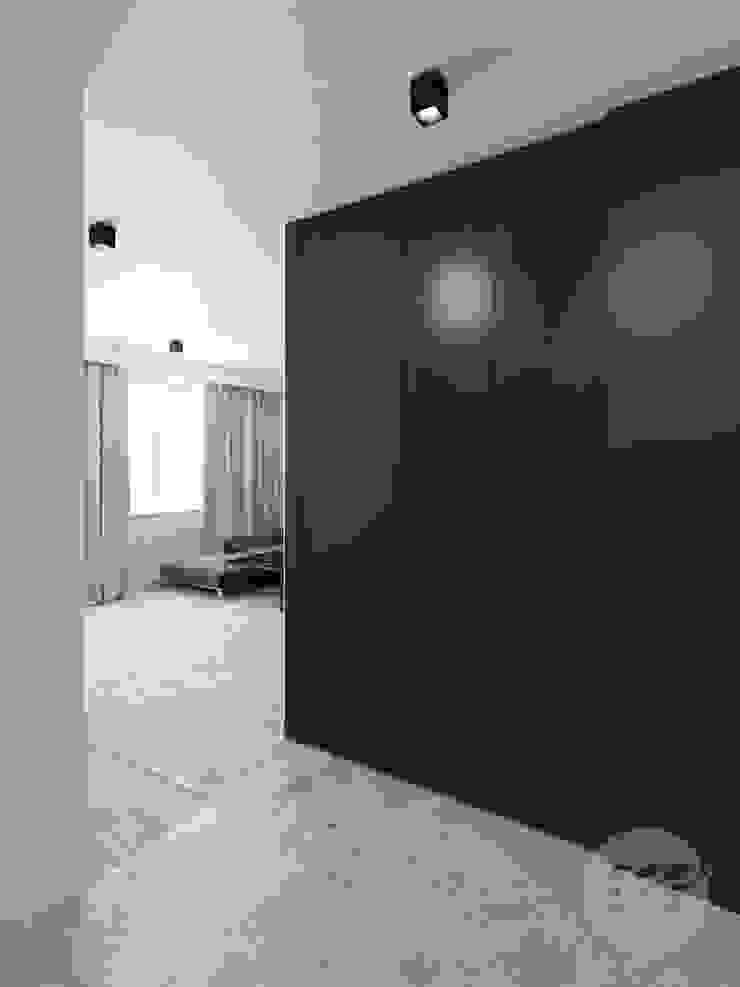 365 Stopni Minimalist corridor, hallway & stairs Black