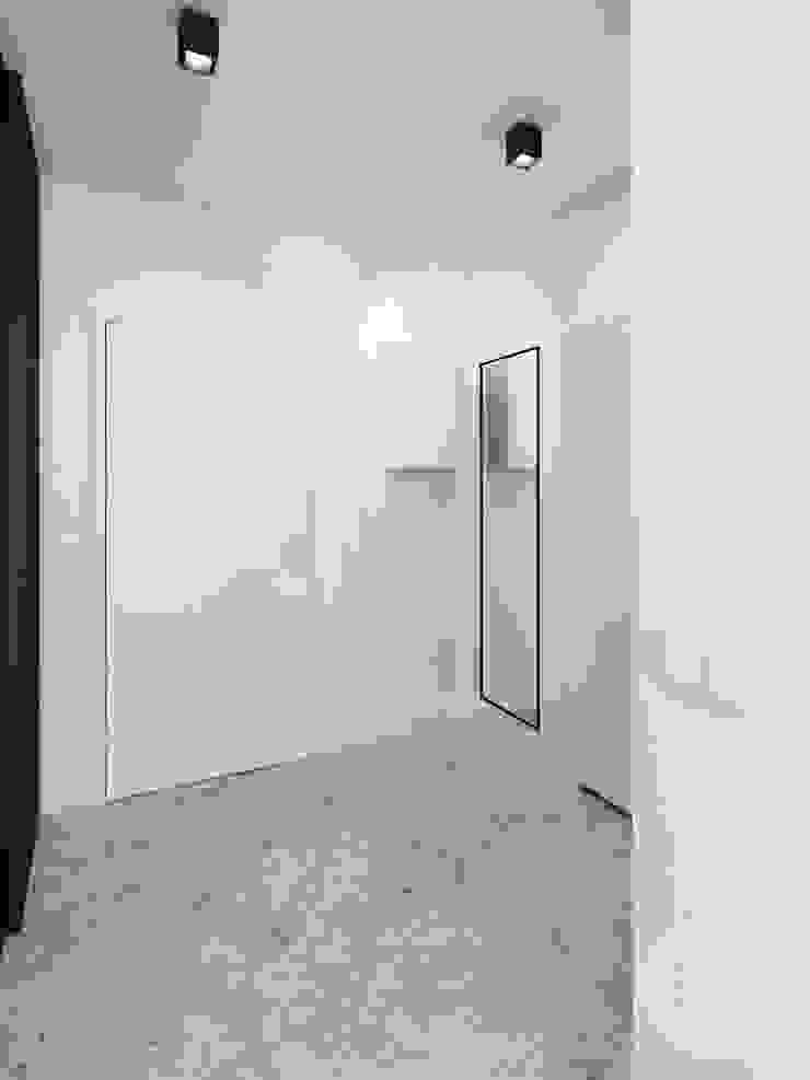 365 Stopni Minimalist corridor, hallway & stairs White