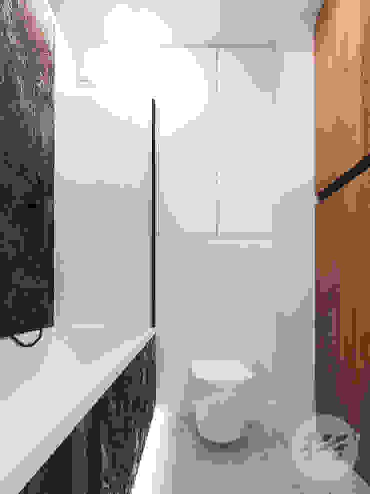 365 Stopni Minimalist style bathrooms White