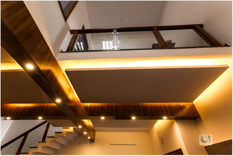 False ceiling in the Foyer Modern corridor, hallway & stairs by U and I Designs Modern
