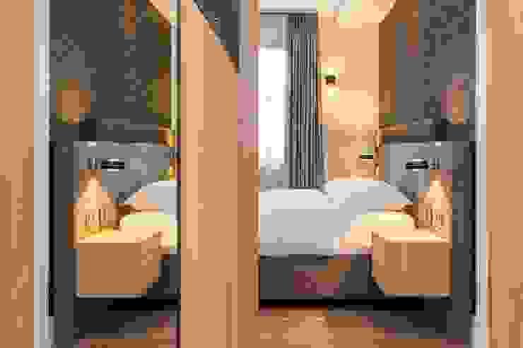 Detail bed en kast Moderne slaapkamers van De Suite Modern