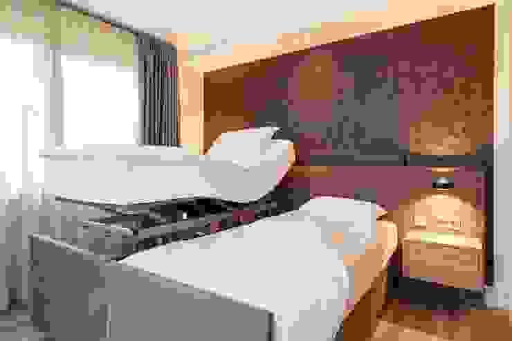 Hoog laag bed : modern  door De Suite, Modern