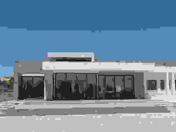Porche libre. de DYOV STUDIO Arquitectura, Concepto Passivhaus Mediterraneo 653 77 38 06 Mediterráneo Caliza