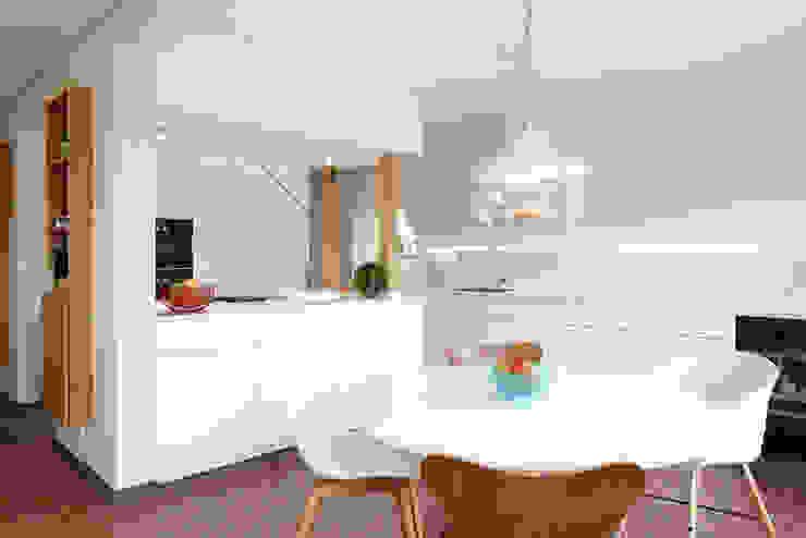 Architekturbüro zwo P Kitchen units White
