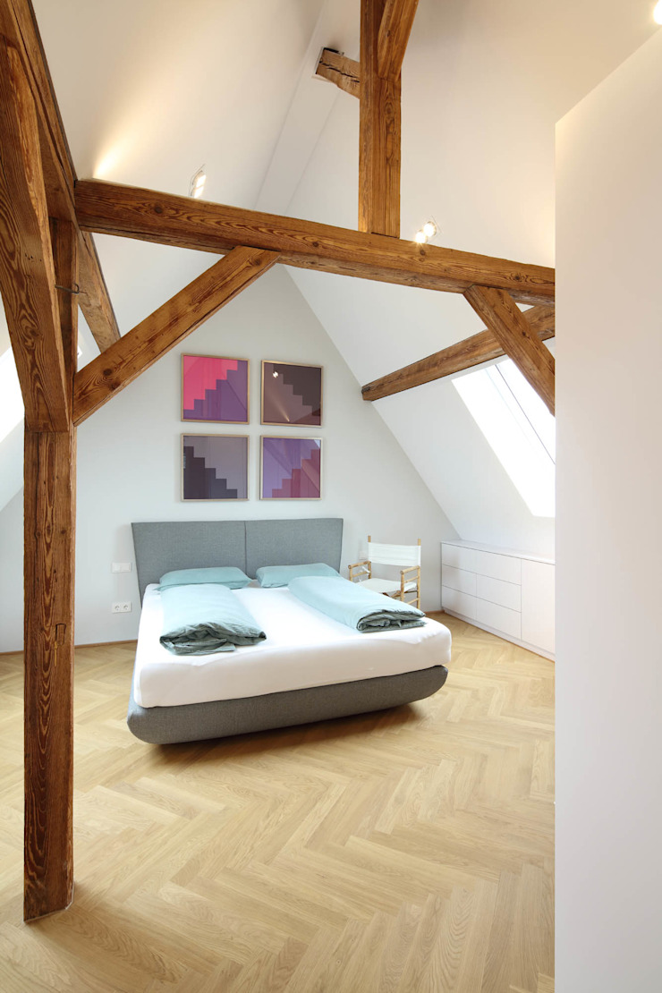 Architekturbüro zwo P Modern style bedroom Wood Brown
