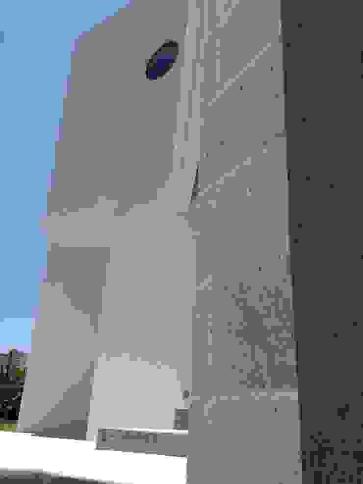 CASA RESIDENCIAL EN HACIENDA DE LAS PALMAS de Alejandra Zavala P. Moderno