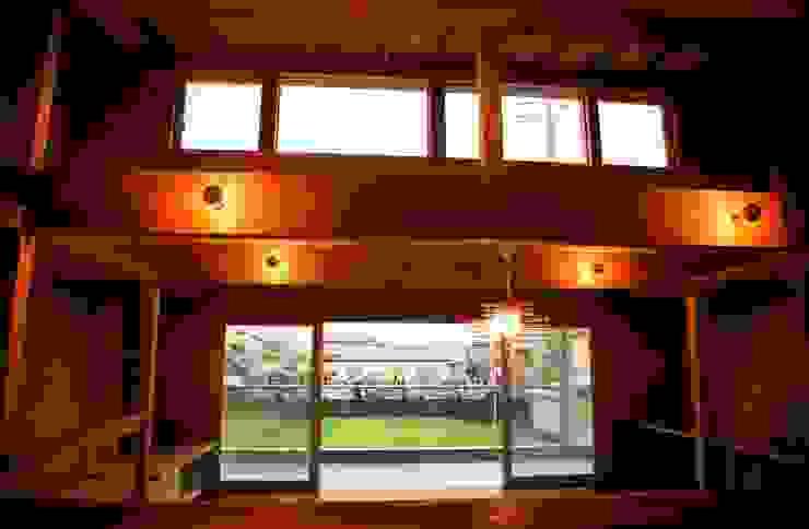 キッチンよりバルコニーを見る 株式会社高野設計工房 北欧デザインの キッチン