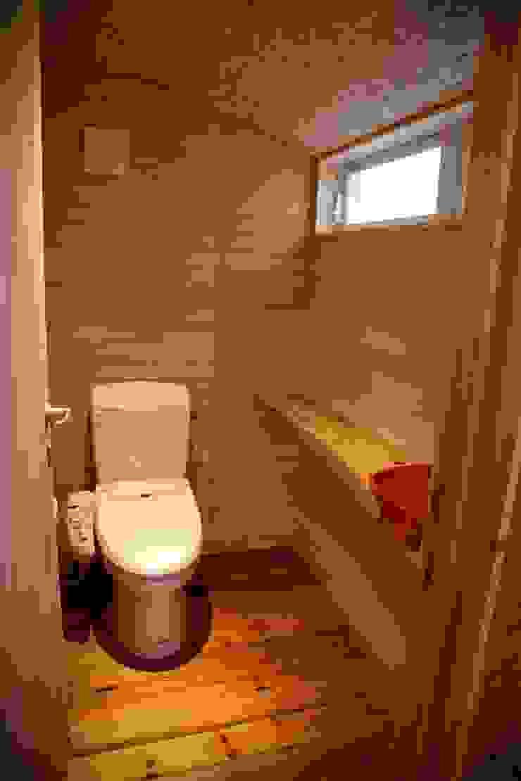 トイレ 株式会社高野設計工房 北欧スタイルの お風呂・バスルーム